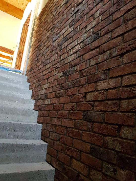 LIPEA - Jak lepit a spárovat cihlový obklad. Použitý obklad - FB 1242 030 Castello rood/ fasáda z cihlových pásků/ www.lipea.cz