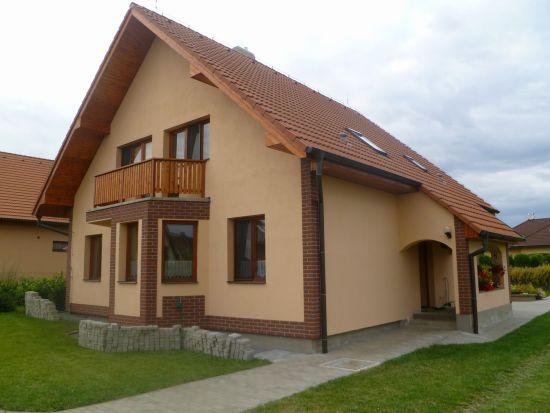 LIPEA - ukázka RD/ obkladový pásek Feldhaus Klinker R 335 carmesi antic mana/www.lipea.cz