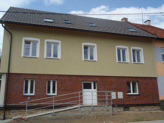 LIPEA - ukázka RD/ obkladový pásek Feldhaus Klinker R 698 sintra terreno baria /www.lipea.cz