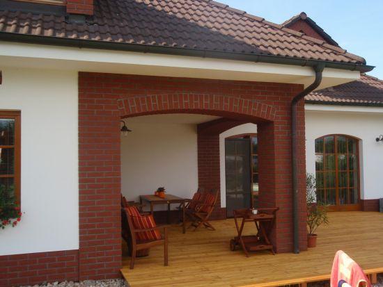 LIPEA - ukázka RD/ obkladový pásek Feldhaus Klinker R 694 sintra carmesi /www.lipea.cz