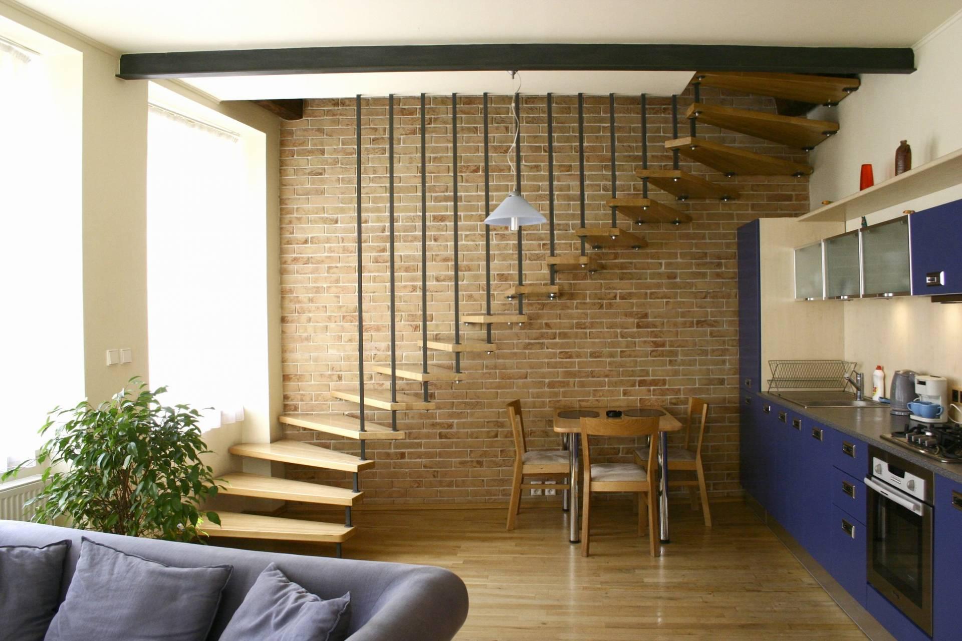 LIPEA - ukázka interiérů z cihlových pásků/ obkladové pásky FB 1208 030 GD/www.lipea.cz