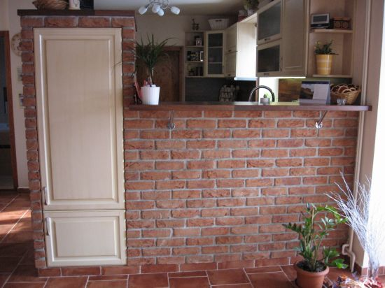 LIPEA - ukázka interiérů z cihlových pásků/ lícová cihla FB 1106 030 Terra Cotta/www.lipea.cz