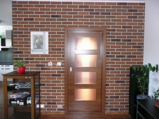 LIPEA - ukázka interiérů z cihlových pásků/ obkladový pásek Feldhaus Klinker R 687 sintra terracotta linguro/www.lipea.cz