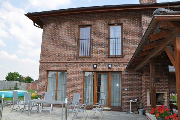 Lícové cihly FB 1122 030 Carmine gesinteld/cihlová fasáda/moderní fasáda/venkovní fasáda/www.lipea.cz/LIPEA s.r.o.