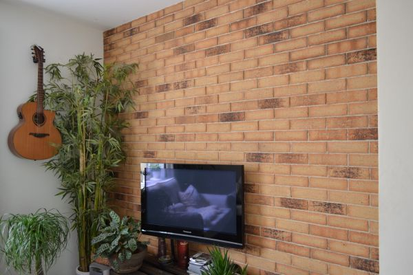Obkladové pásky R 695 sintra sabioso ocasa/reference obkladové pásky/reference z cihliček/ cihlová fasáda/venkovní fasáda/moderní fasáda/lícové zdivo/fasádní pásky/bar z cihliček/www.lipea.cz/ LIPEA, s.r.o.