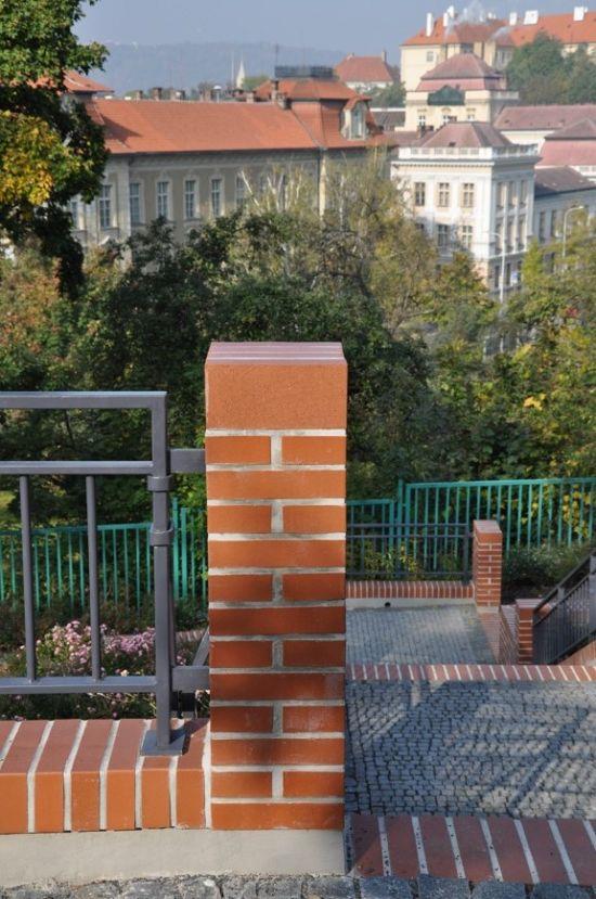 LIPEA - ukázka plotu/reference ploty/lícová cihla český formát - odstín cihlový červený/www.lipea.cz