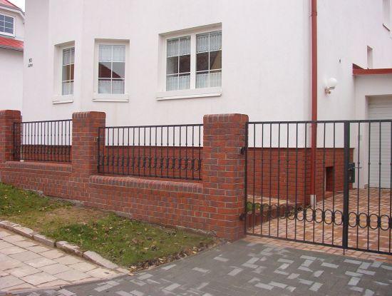 LIPEA - ukázka plotu/reference ploty/lícová cihla K 335 carmesi antic mana/www.lipea.cz