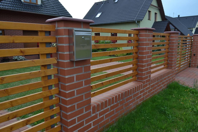 LIPEA - ukázka plotu/reference ploty/lícová cihla BUCHHOLZ - odstín cihlový červený/www.lipea.cz