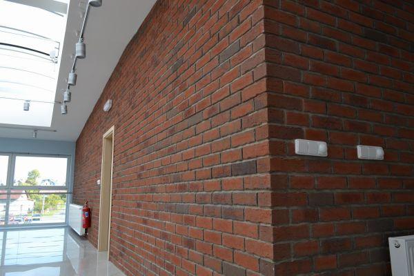 LIPEA - TOS VARNSDORF/ obkladové pásky R 698 NF 14 sintra terreno bario/ fasáda z obkladových pásků/ pálené pásky/ fasáda z lícovek/ www.lipea.cz