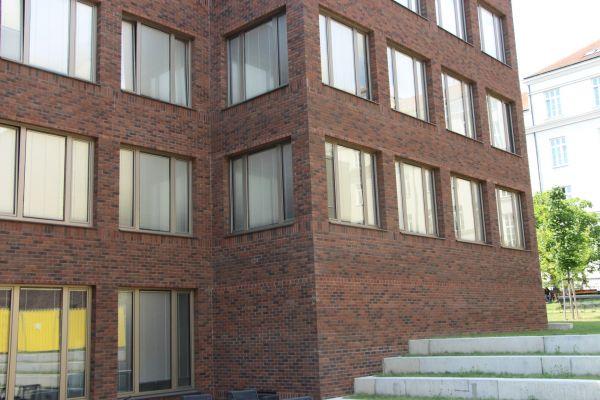 LIPEA - Filozofická fakulta Carla - objekt C, lícová cihla K 685 sintra ardor nelino/ fasáda z lícových cihel/ odvětrávaná fasáda/www.lipea.cz