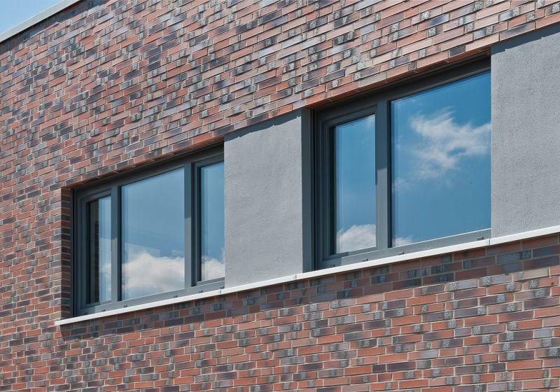 Obkladový pásek R 560 NF 14 carbona ardor colori/ Wunstorf, Německo/reference obkladové pásky/ reference z cihliček/ cihlová fasáda/ venkovní fasáda/ www.lipea.cz/ LIPEA, s.r.o.
