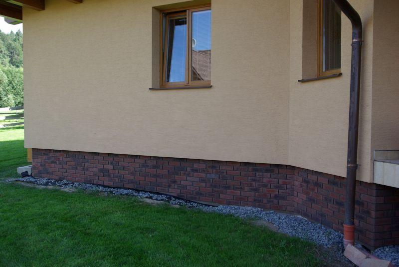 Obkladové pásky R 685 sintra ardor nelino/reference obkladové pásky/reference z cihliček/ cihlová fasáda/venkovní fasáda/moderní fasáda/lícové zdivo/fasádní pásky/bar z cihliček/www.lipea.cz/ LIPEA, s.r.o.