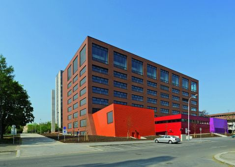 LIPEA - Buchholz lícová cihla hladká, odstín cihlově červený/ Fakulta architektury ČVUT, Praha